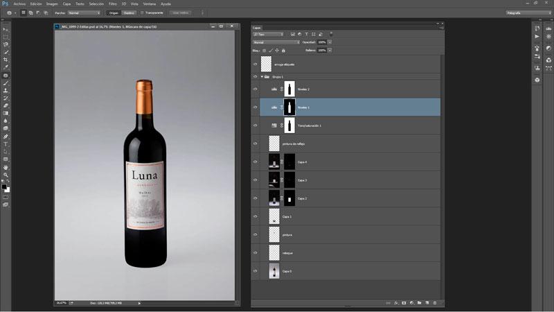 Edicion-fotografica-de-una-toma-de-botella-de-vino-en-estudio